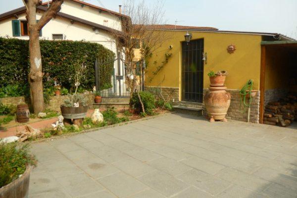 Terratetto con giardino e garage